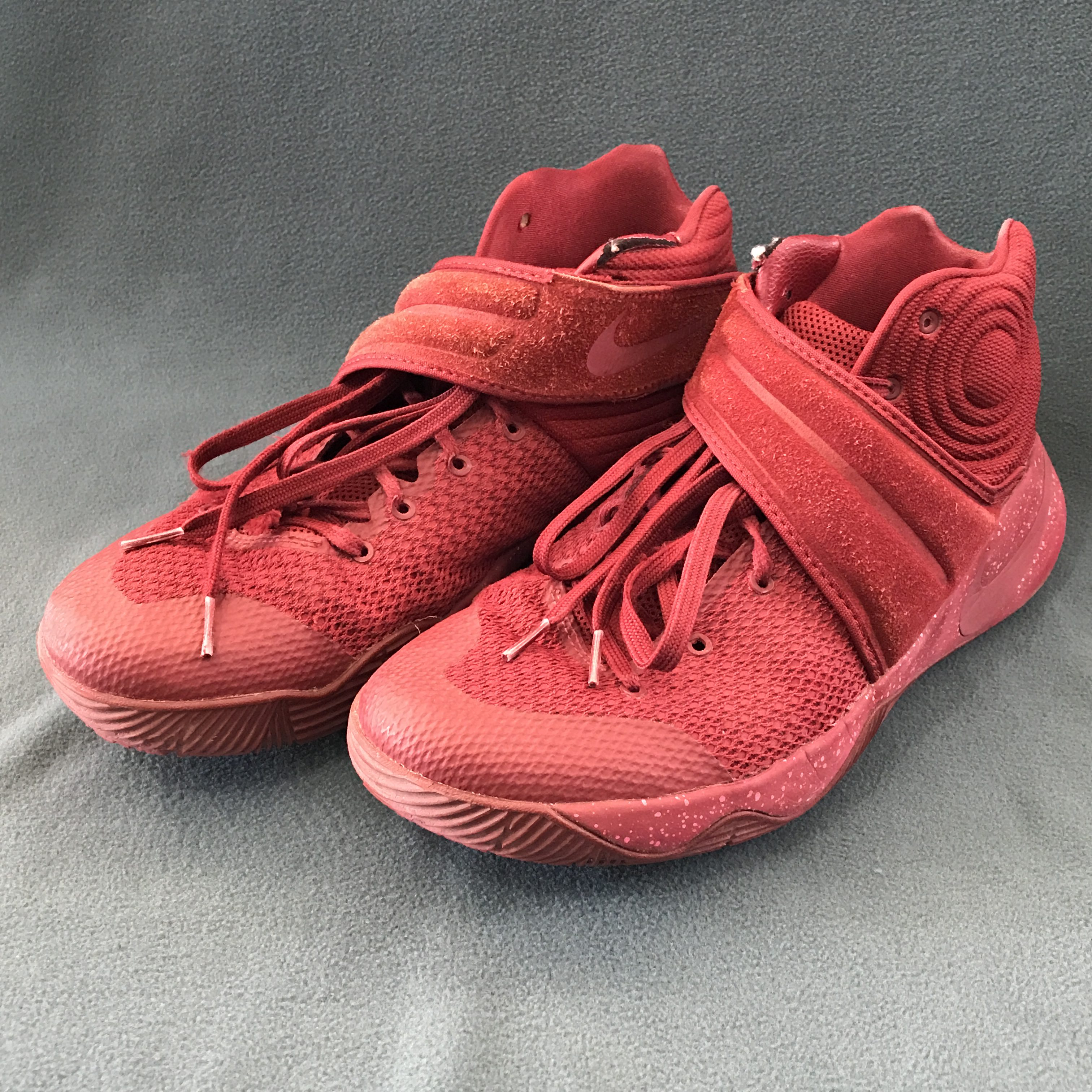 """Nike Kyrie 2 """"Triple Black"""" メンズ team red/team red-game royal-total orange ナイキ バッシュ カイリー2 kyri""のイメージ"